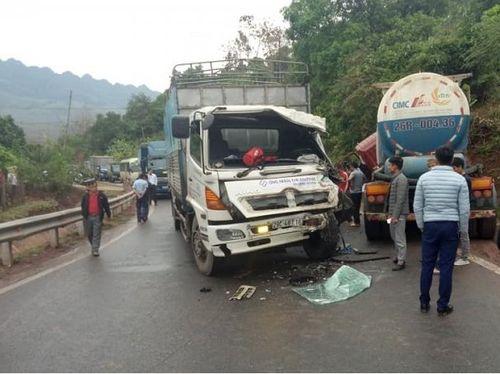Tin tai nạn giao thông mới nhất ngày 20/3/2019: Bị xe ben kéo lê 5 m, người đàn ông tử vong tại chỗ - Ảnh 3