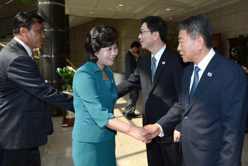 """Chân dung 4 """"bóng hồng"""" quyền lực tháp tùng ông Kim Jong-un tới Hà Nội - Ảnh 4"""