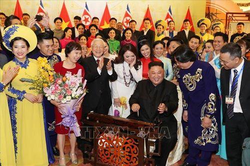Chủ tịch Triều Tiên Kim Jong-un chơi thử nhạc cụ dân tộc Việt Nam - Ảnh 2