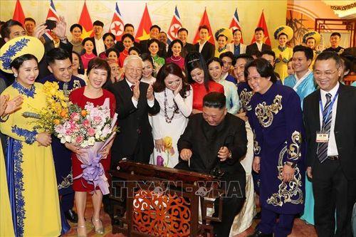 Chủ tịch Triều Tiên Kim Jong-un chơi thử nhạc cụ dân tộc Việt Nam - Ảnh 3
