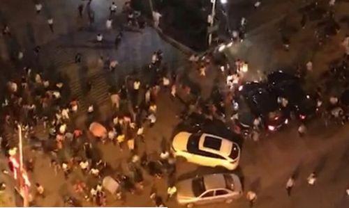 Trung Quốc: Ô tô lao vào đám đông khiến 6 người chết, cảnh sát buộc phải bắn hạ tài xế - Ảnh 2