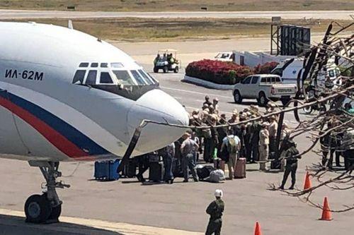 Nghi vấn hai máy bay quân sự Nga chở theo 100 binh sĩ, 35 tấn thiết bị tới Venezuela - Ảnh 2