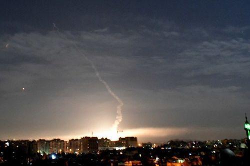 Israel không kích dữ dội trong đêm, Syria khai hỏa chặn đứng nhiều tên lửa - Ảnh 1