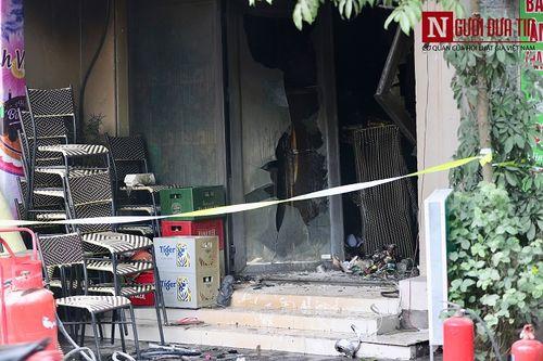 Hà Nội: Quán cafe karaoke bất ngờ cháy dữ dội, 2 người thương vong - Ảnh 1