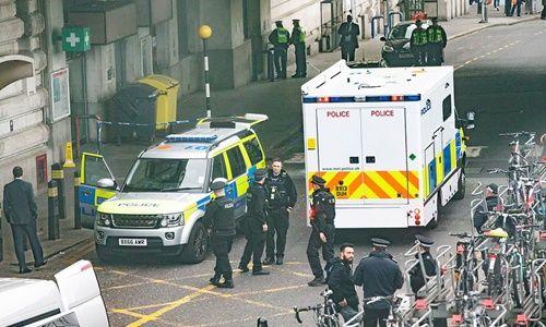 Hàng loạt sân bay và nhà ga ở London bị gửi bom thư - Ảnh 1