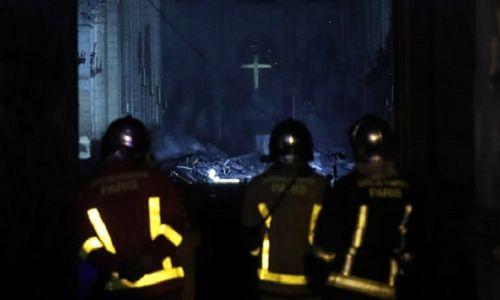Những hình ảnh đầu tiên bên trong Nhà thờ Đức Bà Paris sau khi chìm trong biển lửa - Ảnh 4