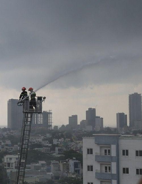 Đà Nẵng: Cháy căn hộ tầng 12 chung cư nghi do nổ gas - Ảnh 2