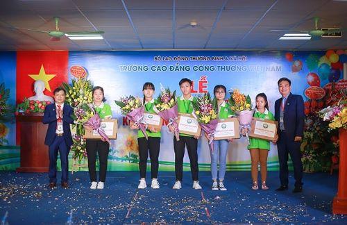 Trường Cao đẳng Công thương Việt Nam: Nhiều ưu đãi cho sinh viên nhân dịp lễ khai giảng - Ảnh 3