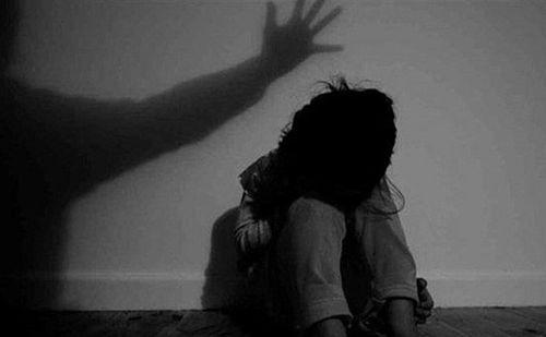 Điều tra vụ bé gái 7 tuổi bị bác rể hiếp dâm trong suốt 4 tháng - Ảnh 1