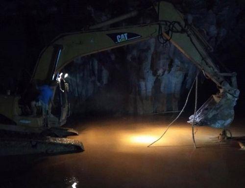 Vụ sập hầm vàng tại Hòa Bình: Dự kiến 2 ngày tới sẽ tìm thấy hai phu vàng gặp nạn - Ảnh 2