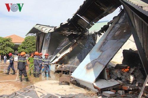 """Hơn 400 người chiến đấu với """"biển lửa"""" ở Bình Định - Ảnh 3"""