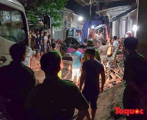 Hà Nội: Ngôi nhà đang xây bỗng đổ sập lúc nửa đêm, 4 người thương vong - Ảnh 2