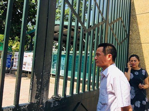 Hình ảnh ngày đầu thi lớp 10 tại Hà Nội: Nhiều thi sinh chạy hớt hải vì đi muộn - Ảnh 15