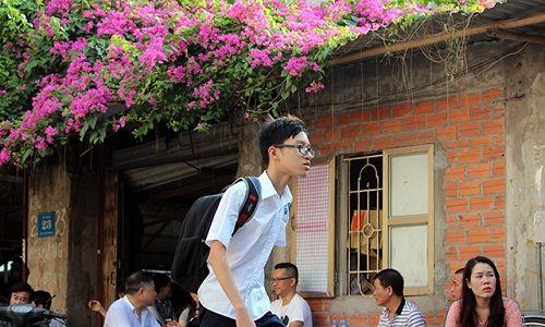 Hình ảnh ngày đầu thi lớp 10 tại Hà Nội: Nhiều thi sinh chạy hớt hải vì đi muộn - Ảnh 10