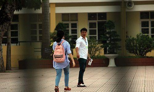 Hình ảnh ngày đầu thi lớp 10 tại Hà Nội: Nhiều thi sinh chạy hớt hải vì đi muộn - Ảnh 12