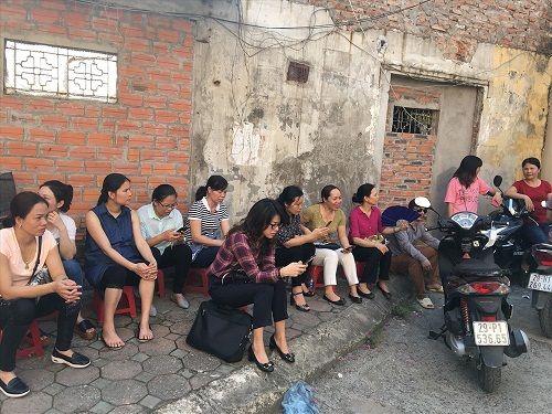 Hình ảnh ngày đầu thi lớp 10 tại Hà Nội: Nhiều thi sinh chạy hớt hải vì đi muộn - Ảnh 13