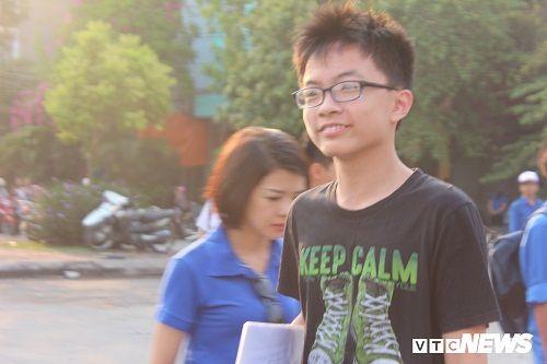 """Sáng nay (8/6), thí sinh Hà Nội tiếp tục """"cuộc đua"""" vào lớp 10 chuyên - Ảnh 1"""