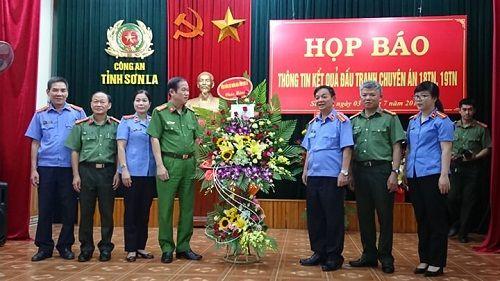 """Tổ chức họp báo vụ """"san phẳng"""" thủ phủ ma túy ở Lóng Luông - Ảnh 1"""