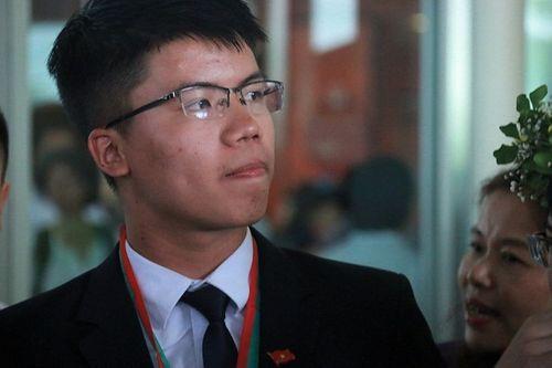 Chàng trai vàng của Olympic Vật lý quốc tế: Vừa làm bài xong đã tự tin về đích - Ảnh 1