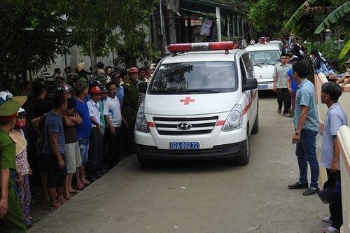 Đoàn xe cứu thương đưa thi thể 13 nạn nhân trong vụ tai nạn thảm khốc ở Quảng Nam về quê. Ảnh: CAND