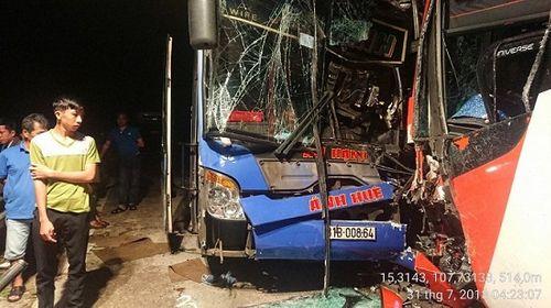 Tiếp tục xảy ra tai nạn ở Quảng Nam, hai xe khách bị đâm biến dạng - Ảnh 1