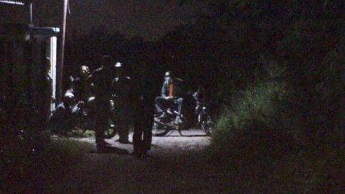 Truy bắt hai nghi phạm sát hại tài xế Grab giữa đêm tối - Ảnh 1