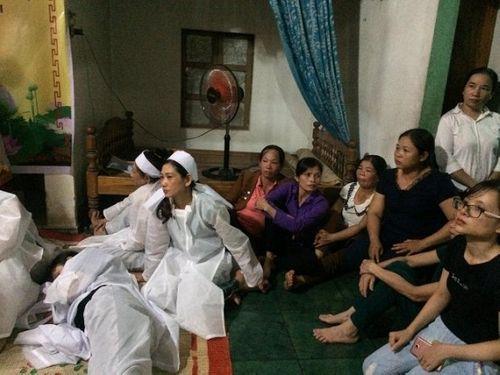 Vụ tai nạn 13 người chết ở Quảng Nam: Xót xa khăn tang dọc trắng thôn Lương Điền - Ảnh 7