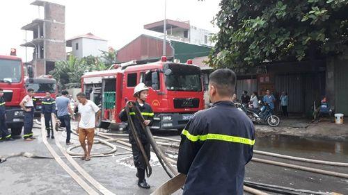 Hiện trường vụ hỏa hoạn kinh hoàng tại xưởng sơn Hà Nội - Ảnh 3
