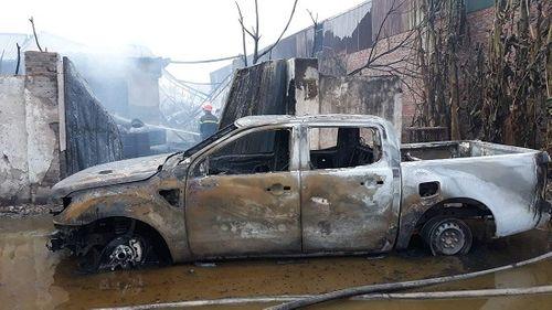 Hiện trường vụ hỏa hoạn kinh hoàng tại xưởng sơn Hà Nội - Ảnh 5