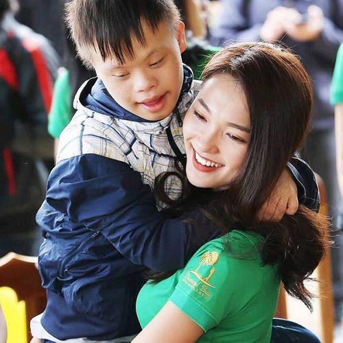 """Ngắm vẻ đẹp hút hồn của """"bạn gái tin đồn"""" người hùng U23 Phan Văn Đức - Ảnh 9"""