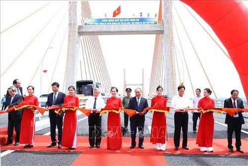 Thủ tướng Nguyễn Xuân Phúc phát lệnh thông xe tuyến cao tốc Hạ Long - Hải Phòng - Ảnh 1