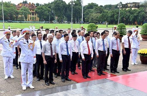 Lãnh đạo Đảng, Nhà nước vào Lăng viếng Chủ tịch Hồ Chí Minh - Ảnh 4