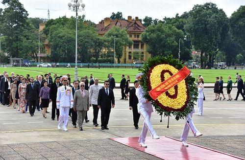 Lãnh đạo Đảng, Nhà nước vào Lăng viếng Chủ tịch Hồ Chí Minh - Ảnh 6