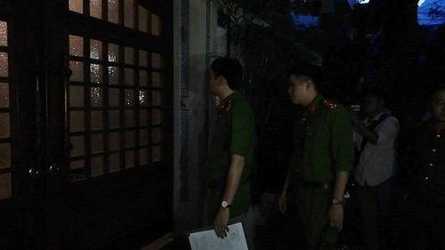 Công an khám xét nhà riêng cựu Chánh văn phòng Thành ủy Đà Nẵng - Ảnh 2