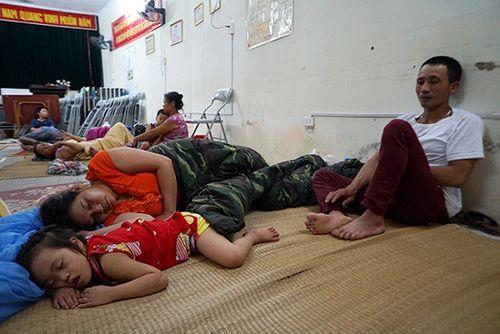 Vụ cháy ở Đê La Thành: Xót xa cảnh người dân nằm ngủ dưới nền đất lạnh  - Ảnh 6