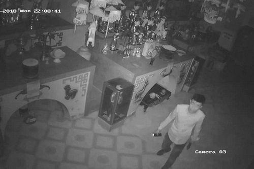 Hưng Yên: Truy bắt đối tượng trộm cắp đồ cúng và nhiều tài sản trong chùa - Ảnh 1