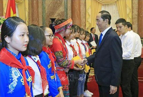 Chủ tịch nước Trần Đại Quang luôn dành tấm lòng yêu thương cho thiếu niên, nhi đồng - Ảnh 10