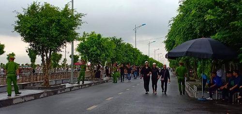 Linh cữu Chủ tịch nước Trần Đại Quang bắt đầu được đưa về đất mẹ Ninh Bình - Ảnh 12