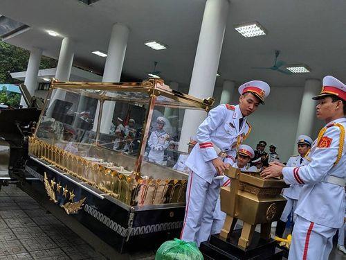 Linh cữu Chủ tịch nước Trần Đại Quang bắt đầu được đưa về đất mẹ Ninh Bình - Ảnh 2