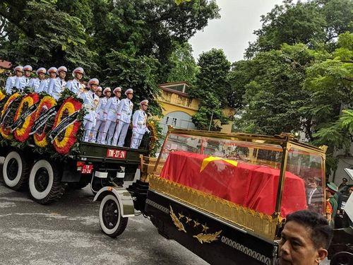 Linh cữu Chủ tịch nước Trần Đại Quang bắt đầu được đưa về đất mẹ Ninh Bình - Ảnh 4