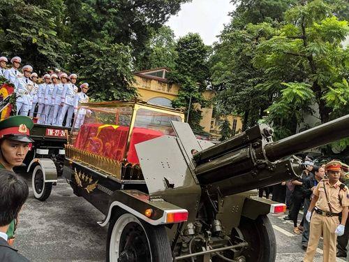 Linh cữu Chủ tịch nước Trần Đại Quang bắt đầu được đưa về đất mẹ Ninh Bình - Ảnh 5