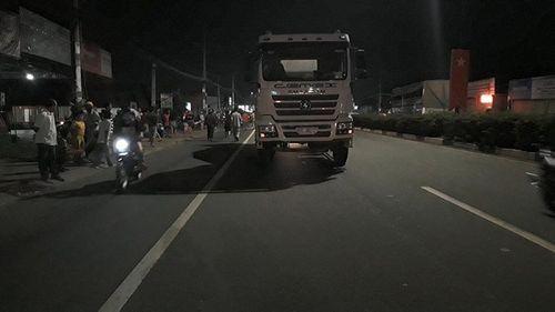 Bình Dương: Va chạm với xe bồn, nam du khách nước ngoài tử vong - Ảnh 2