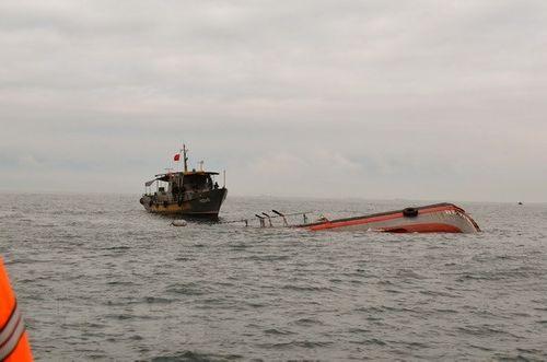 Bình Thuận: Tàu cá chìm trên biển, 2 ngư dẫn mất tích - Ảnh 1