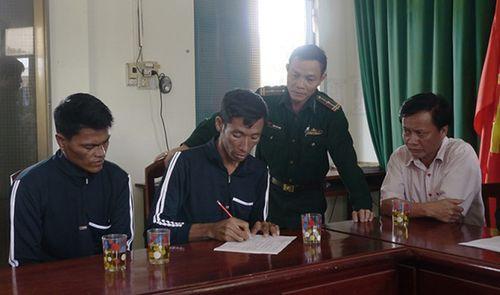 Ngư dân Việt Nam cứu hộ hai người Philippines trôi dạt trên vùng biển Trường Sa - Ảnh 1