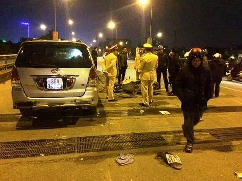 Thanh Hóa: Xe Innova tông liên hoàn 2 xe máy, 4 người bị thương nặng - Ảnh 1