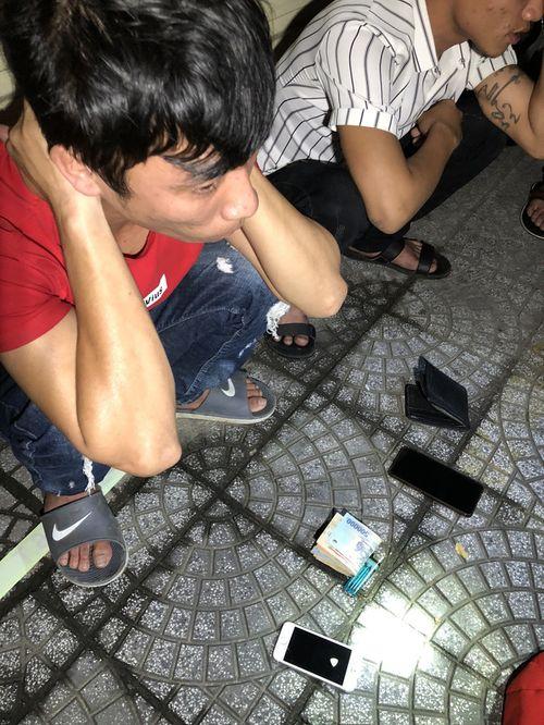 """Đà Nẵng: Càn quét trong đêm, """"quả đấm thép"""" 911 phát hiện hàng chục thanh niên sử dụng ma túy - Ảnh 1"""