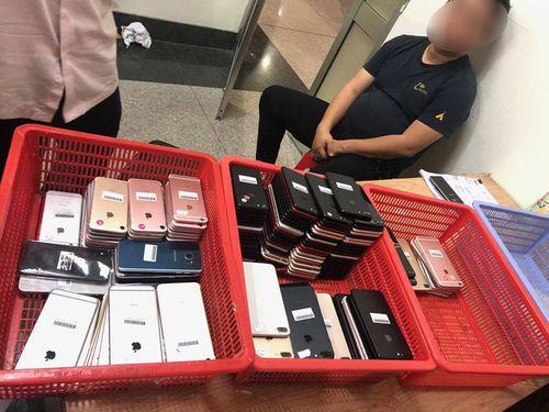 Khởi tố hành khách Hàn Quốc đem 200 chiếc điện thoại nhập cảnh vào Việt Nam để bán kiếm lời - Ảnh 1
