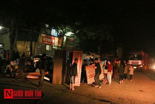 Hà Tĩnh: Cháy lớn thiêu rụi 3 căn nhà, người dân hoảng sợ sơ tán trong đêm - Ảnh 4