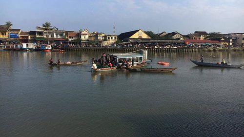Quảng Nam: Nghi cãi nhau với vợ, chồng lao xe ô tô xuống sông tự tử khiến 3 người tử vong - Ảnh 1