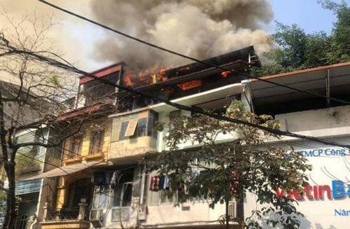 Cháy lớn trên phố cổ Hà Nội ngày 23 Tết, nghi do đốt vàng mã cúng ông Công ông Táo - Ảnh 1